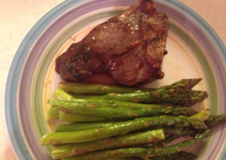Boiled Lamb Chops With Asparagus