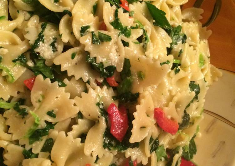 Pasta With Spinach, Parsley and Pimento
