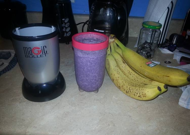 Recipe: Tasty Banana Blueberry smoothie