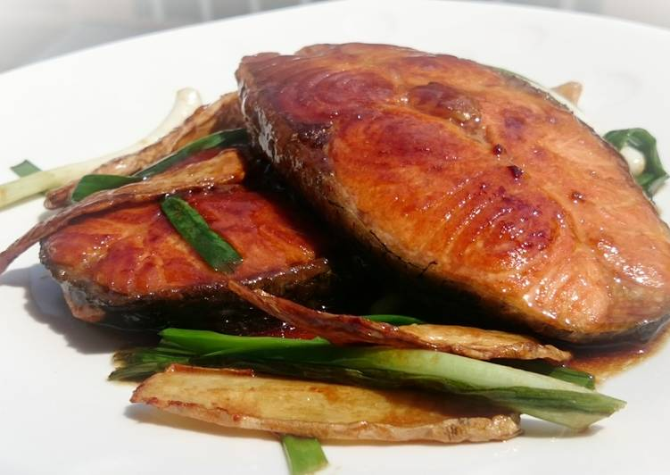 Salmon With Scallion And Ginger