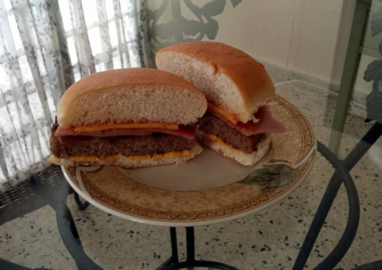 Elisa's Pepperoni &  Ham Cheeseburger