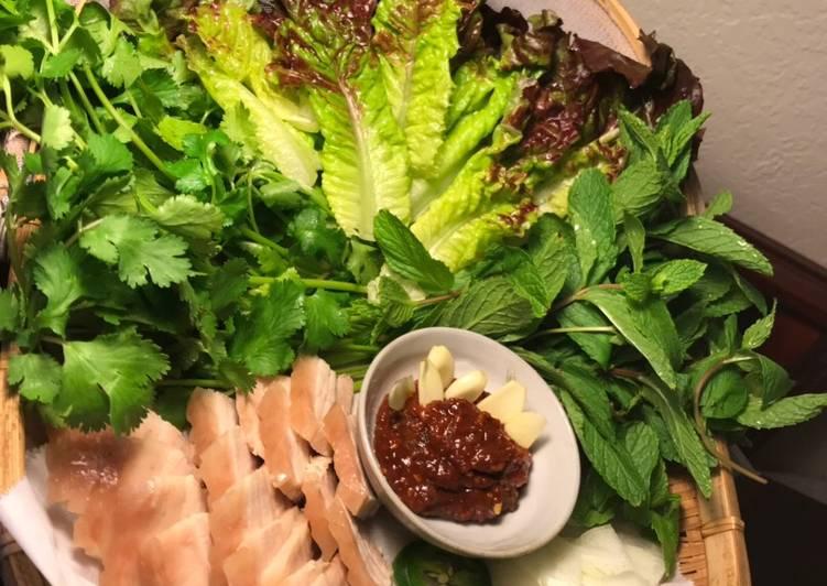 A Vi-Kor Lettuce Wrap(Vietnamese-Korean Saang Choo Ssaam)