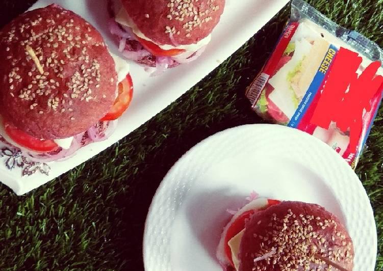Beetroot buns burger