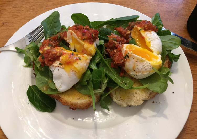 Poached eggs and tomato salsa
