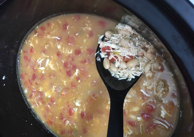 Easy Crockpot WHITE CHICKEN TACO CHILI