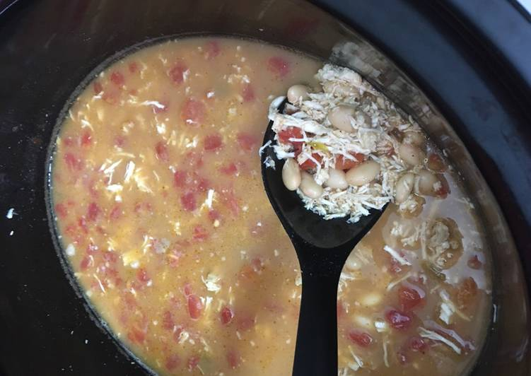 Easy Crockpot WHITE CHICKEN TACO CHILI