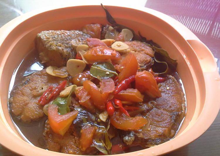 Ikan Barakuda masak asam pedas