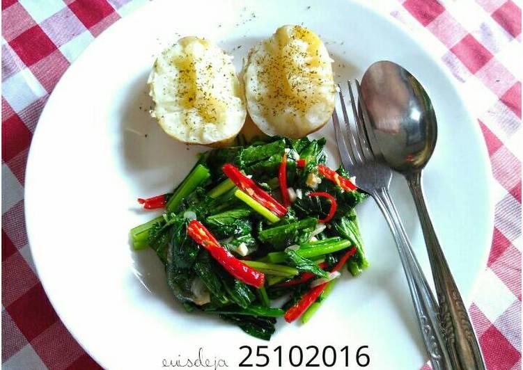 Resep Kentang rebus+tumis sawi hijau (GMdiet day 2) Bikin Laper