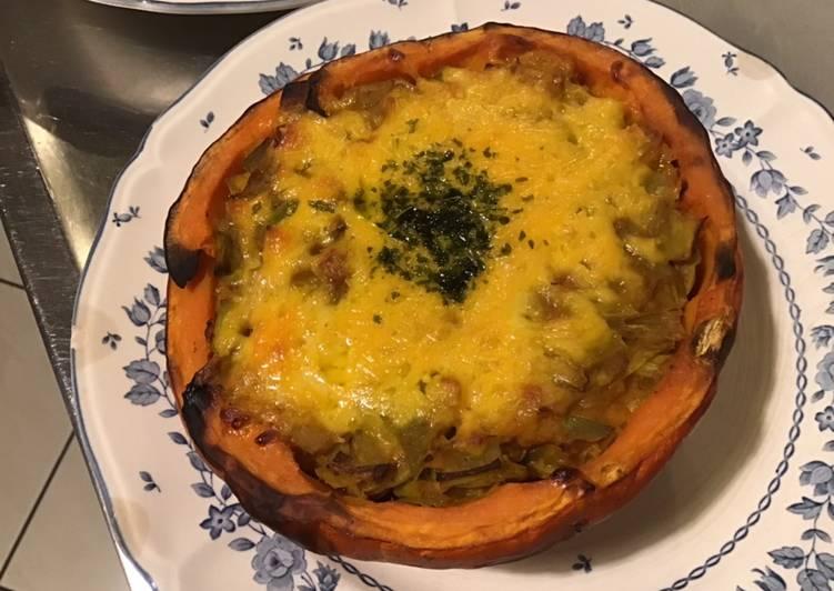 Comment faire Faire Savoureux Potimarron farci aux poireaux bouillon d épices et cheddar