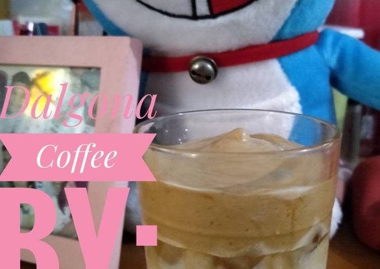 Resep Dalgona Coffee (No Mixer, Mudah, Murah) yang Menggugah Selera