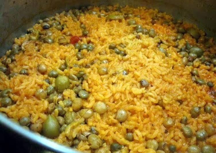 Steps to Prepare Favorite Arroz con Gandules / Rice and Pigeon Peas