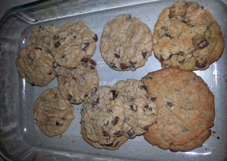 Oatmeal chocolate chip raisin cookies