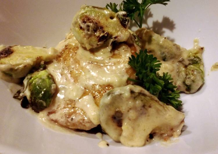 Recipe of Perfect Sauteed pork and brussels sprouts in cream sauce