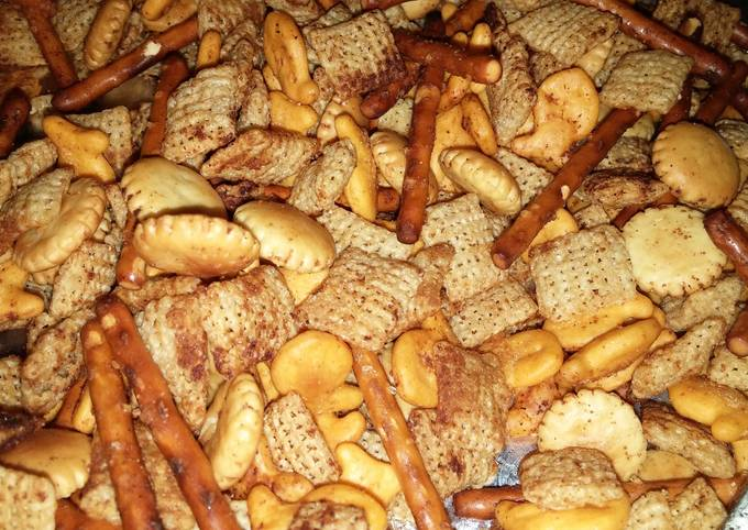 """Party """"Chex"""" Crunchy Snack Mix"""