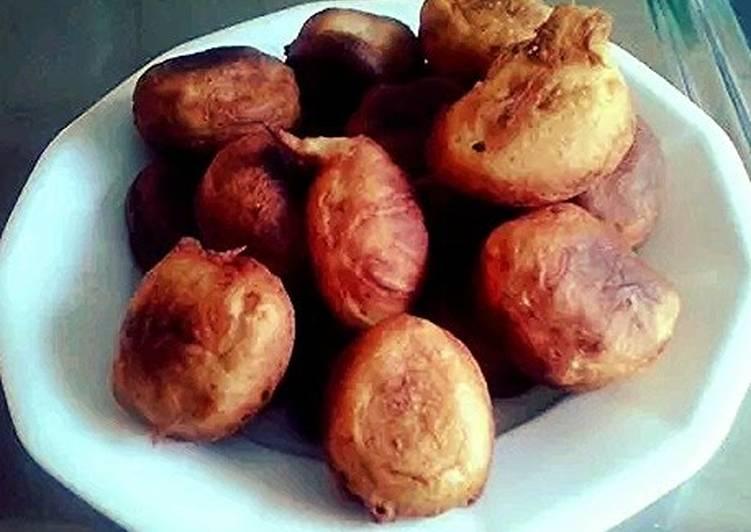 Buñuelos (savory fritters)