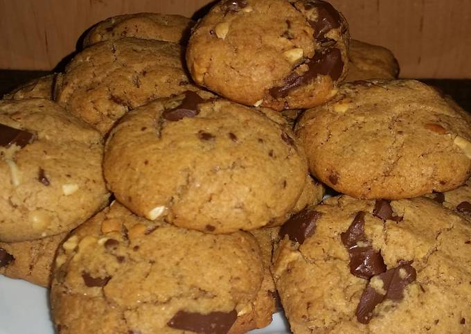 Crunchy Peanut Butter and Chocolate Cookies