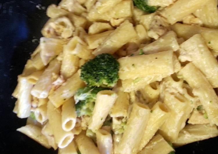 Chicken & Broccoli Ragatoni