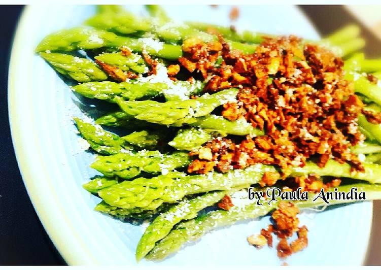 Asparagus Rebus Tabur Bawang Putih Tumis dan Keju Parmesan
