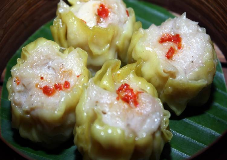 How to Make Appetizing Siu Mai (Chinese Dumpling with Chicken and Shrimp)