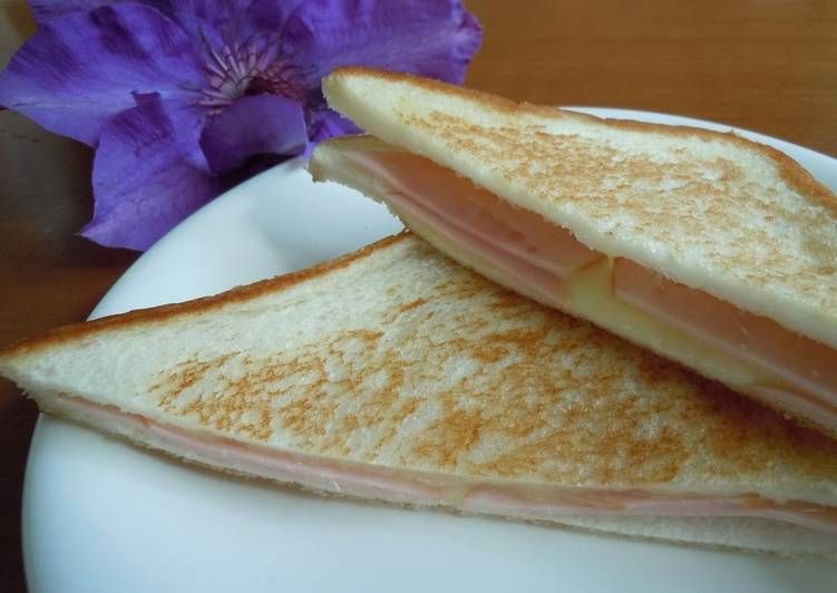How to Make Quick For Breakfast! Super Easy Ham and Cheese Toast Sandwich