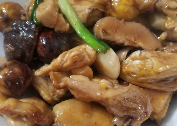 Steps to Prepare Any-night-of-the-week Chestnut Chicken Pot 栗子炆雞