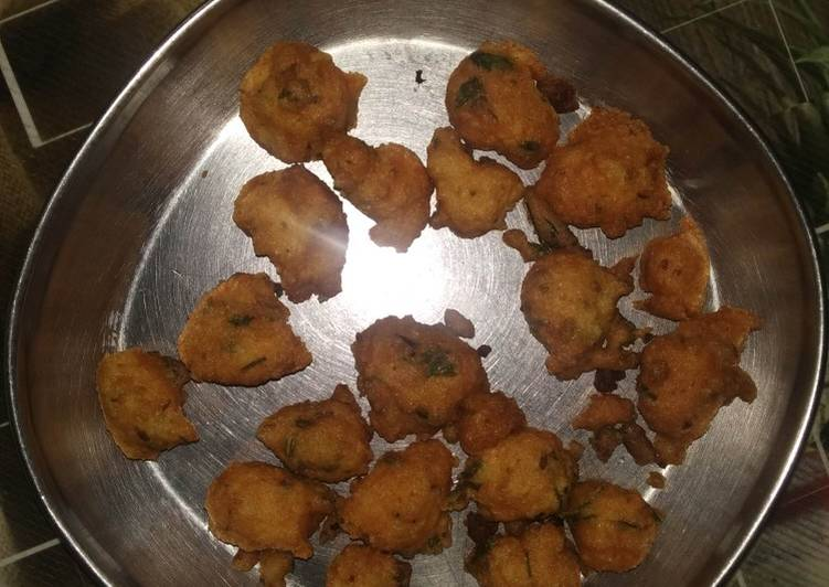 Step-by-Step Guide to Prepare Homemade Moong dal Pakodi