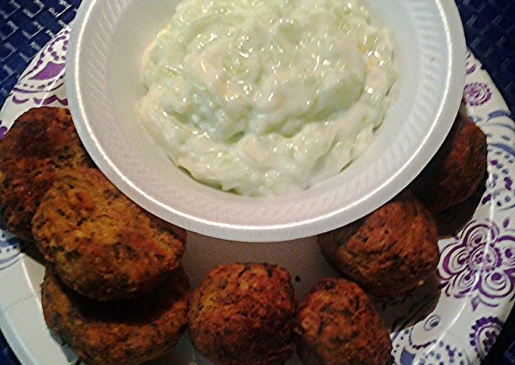 Falafels and cucumber yogyurt sauce