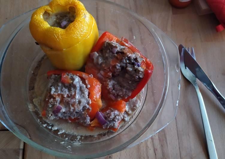 Mit Hackfleisch gefüllte Paprika