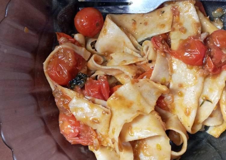 Homemade pasta with cherry tomatoes sauce