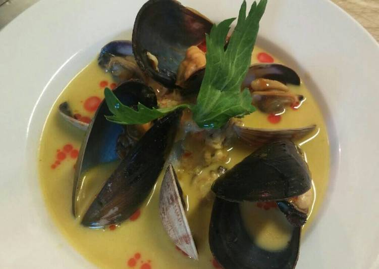 Smoked mussel and saffron soup
