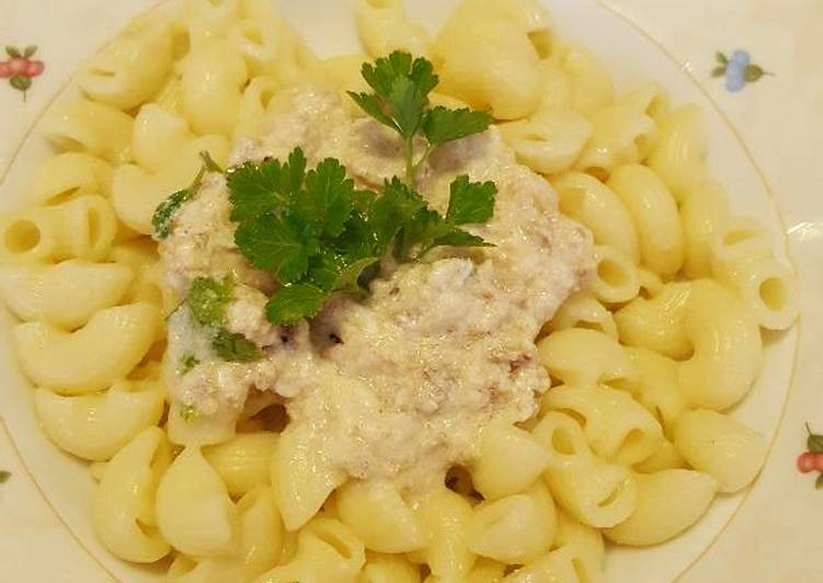 Pasta with cream sauce & tuna