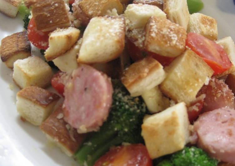 Crouton and Veggie-filled Salad