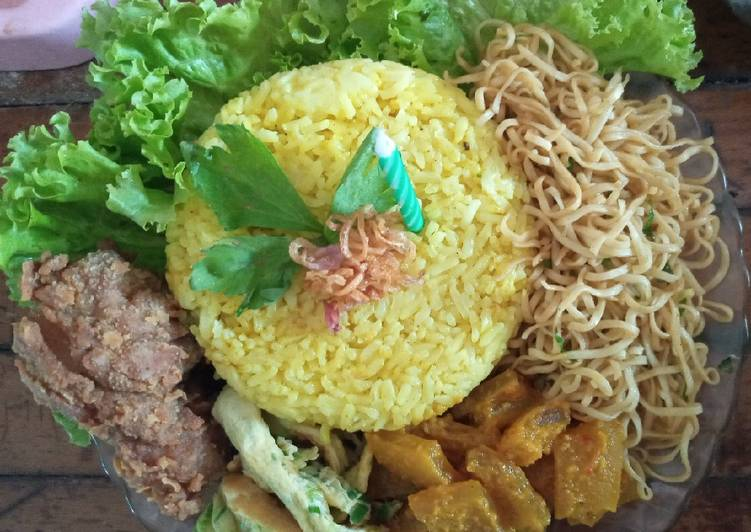 Nasi Kuning simple bumbu Racik