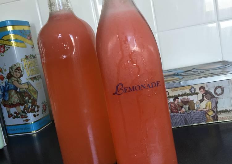 How to Make Quick Strawberry Lemonade