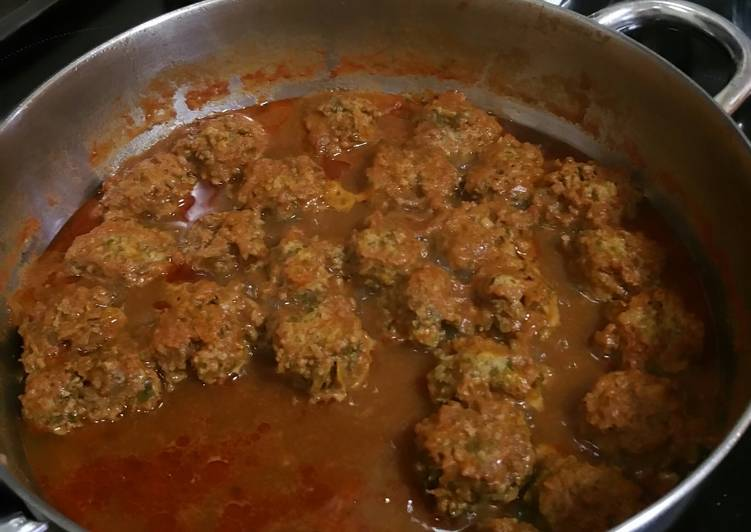 Easy Recipe: Yummy Meatballs with Vegetables in Tomato Sauce