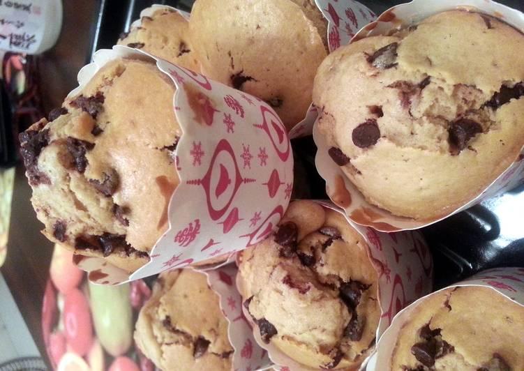 Dark chocolate chips muffin