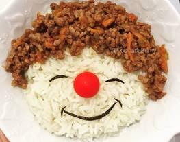 Platos divertidos (carita feliz de arroz y carne picada)