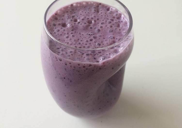 Green Tea, Banana, Blueberry Smoothie