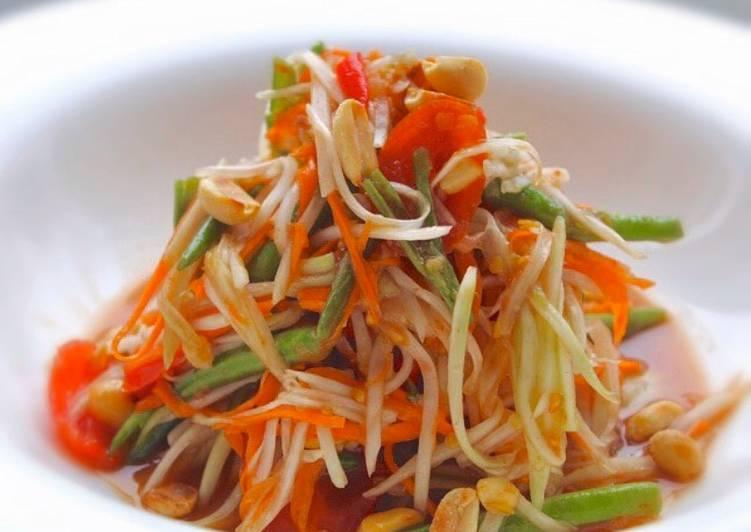Somdtum Salad (Thai papaya salad)