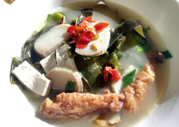 Seaweed, tofu and fishcake soup 海藻豆腐鱼丸汤