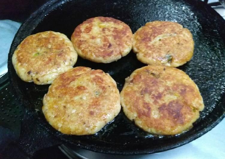 Foods That Can Make You Happy Bajra and Jowar ke atta ki tikki