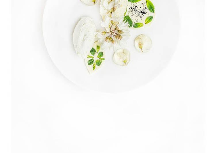 Ciasto angel food i krem akacjowy