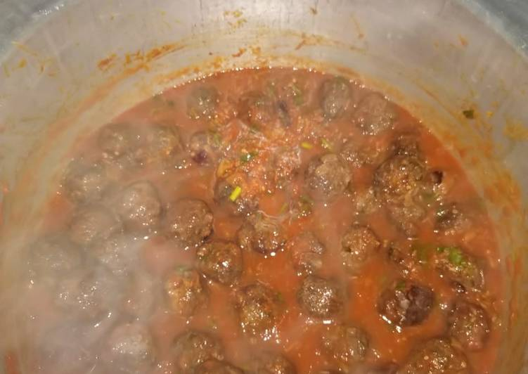Recipe of Any-night-of-the-week Meatballs in tomato sauce