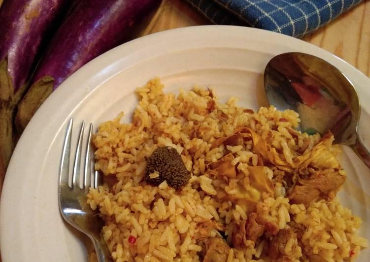 Nasi goreng gulai kambing (Olahan sisa gulai kambing)