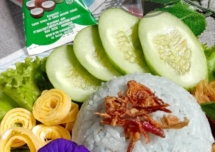 Nasi Uduk Bunga Telang ala Rice Cooker