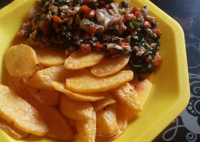 Chips and veggie-egg sauce