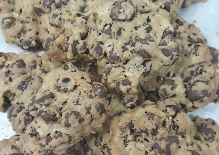 Resep Giant Choco Crunch Cookies Oleh Martha Saragih Naibaho Cookpad