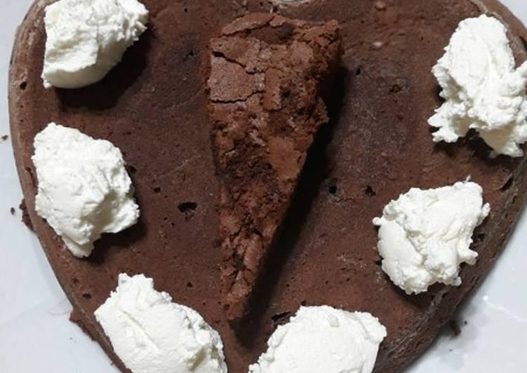 Ricetta Torta tenerina al cioccolato fondente con panna