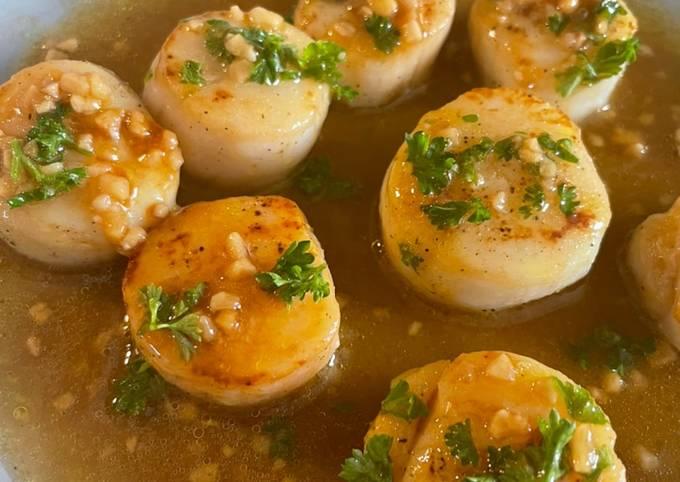 Pan Fried Scallops With Garlic & Lemon 🍋