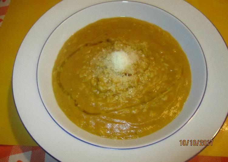 Minestra di zucca con riso
